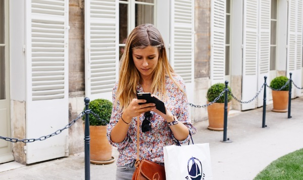 smartphone_shopping_small